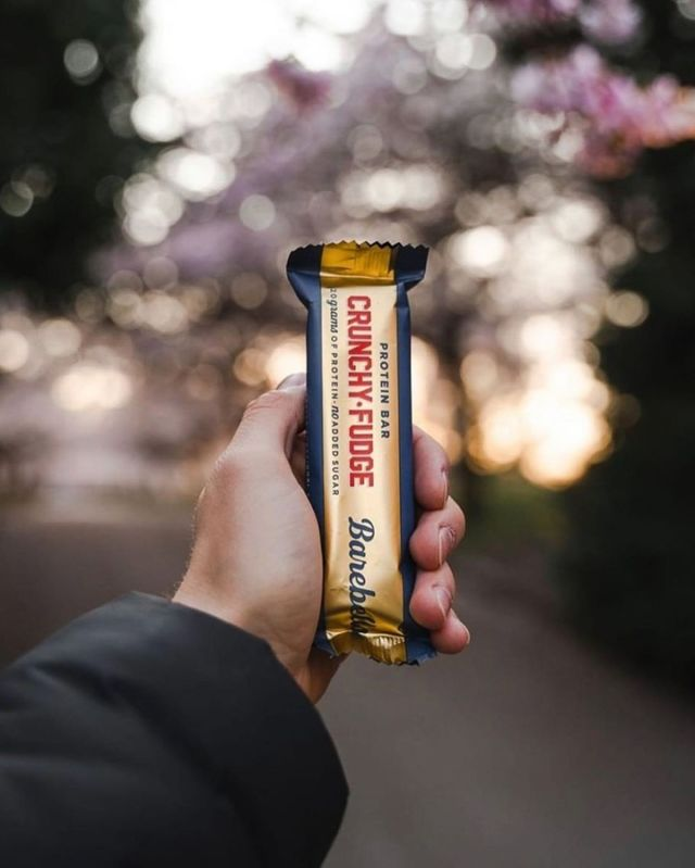 Our GOLDEN bar worth holding and never letting go! 🌟   Our delicious Crunchy Fudge bar, covered in a creamy fudge layer and milk chocolate coating, it'll have you saying #WhatTheFudge #ThatsDelicious 🤤❤️  #BarebellsUSA