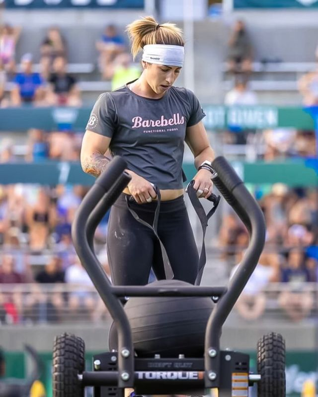 """Barebells Ambassador @bail.dragon reflects on the Granite Games and the 2021 Season 💪  """"Coming off the Granite Games I feel a huge sense of accomplishment as well as a better sense of who I am as an athlete and competitior. I learned a lot more about myself following this season and that makes me excited and hungry to get back to work! Having something to improve on is what makes the sport of CrossFit® so exciting and what keeps us constantly chasing more 💖""""   We couldn't be more proud of the ambition and drive of our Barebells Ambassadors 🙌   📸: @bksports_photography   #BarebellsUSA #TeamBarebells"""